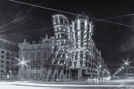 Praag by Night foto - Dancing House