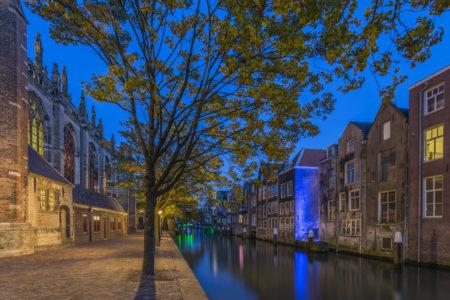 Dordrecht by Night foto - Grote Kerk en Voorstraathaven
