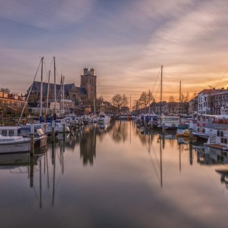 Dordrecht by Night foto - Grote Kerk nabij Nieuwe Haven