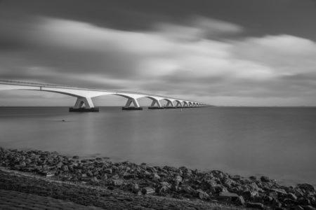 Zeelandbrug in zwart-wit | Tux Photography Shop