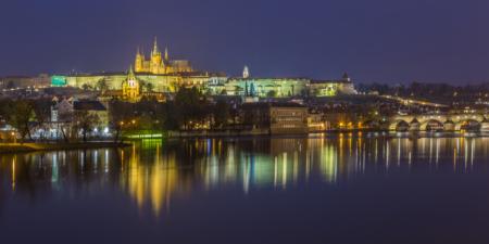 Praagse Burcht en Karelsbrug in de avond - Praag, Tsjechië | Tux Photography Shop