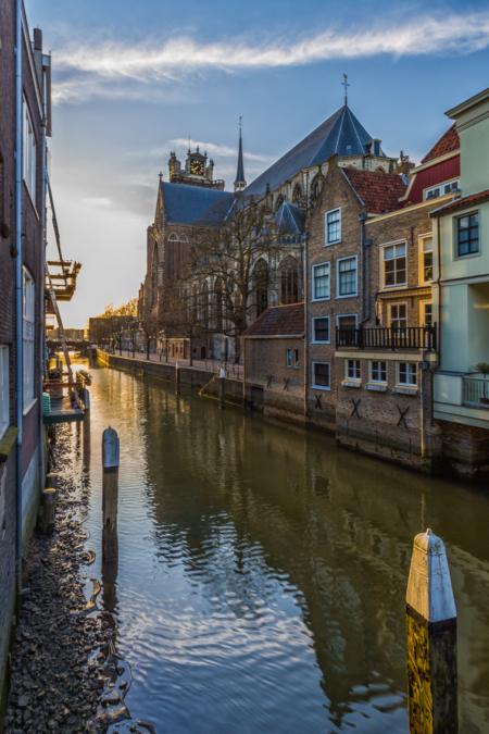 Dordrecht binnenstad - Grote Kerk en Voorstraatshaven in Dordrecht
